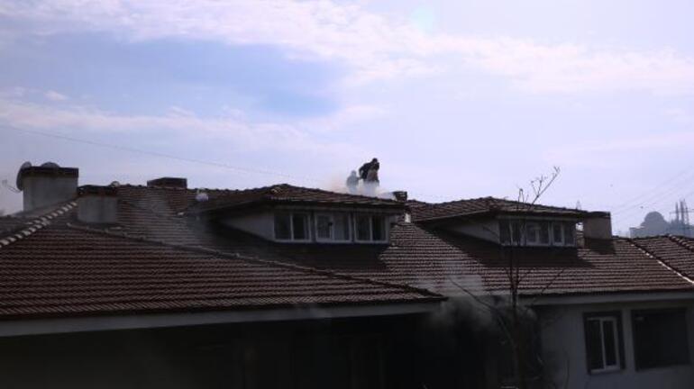 Can pazarı Mahsur kalan aile çatıya çıktı