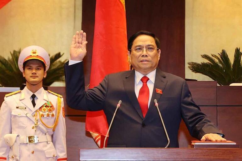 Vietnamın Eski Başbakanı Phuc, devlet başkanlığı görevine yemin ederek başladı