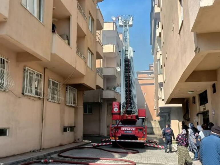 Kocaelide terasta mangal çatıyı yaktı