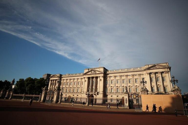 Kraliyet tarihinde bir ilk Kraliçe Elizabeth izni verdi