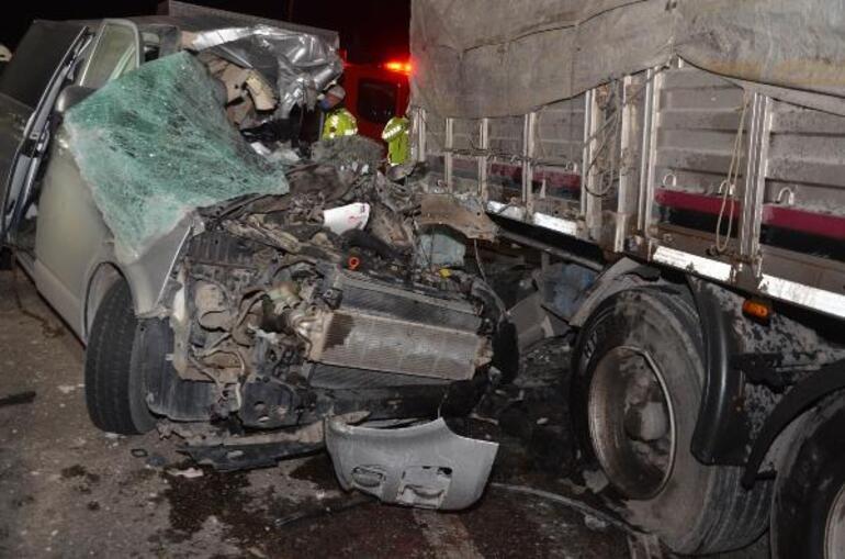 Konyada TIRa arkadan çarpan minibüsün sürücüsü öldü