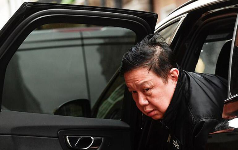 Myanmarın İngiltere Büyükelçisinin elçiliğe girişine izin verilmedi: Geceyi arabasında geçirdi