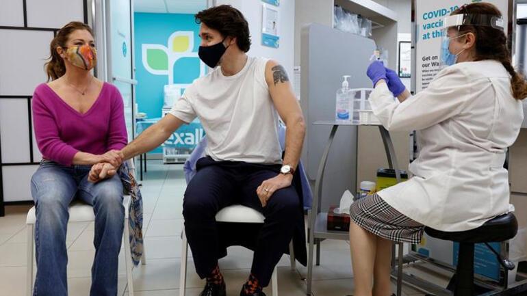 Kanada Başbakanı <strong>Justin Trudeau</strong> tartışmalı <strong>AstraZeneca</strong> aşısını yaptırdı