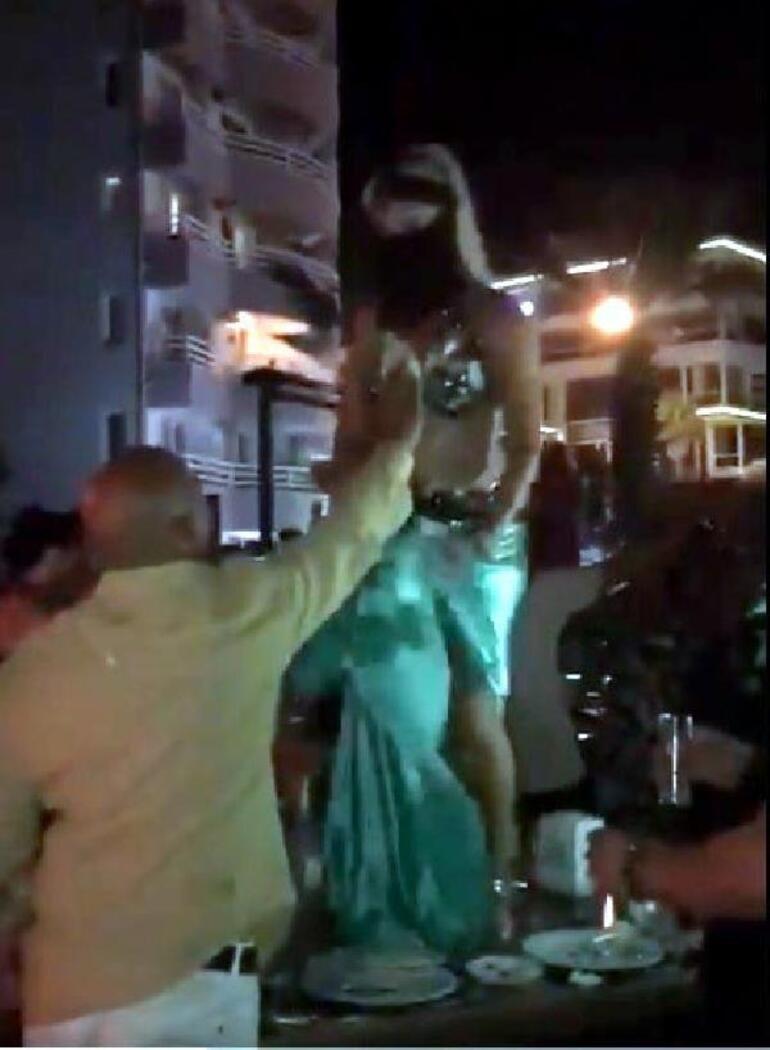 Son dakika... VeBitcoinin patronu paraları dansözlerle harcamış İşte o görüntüler