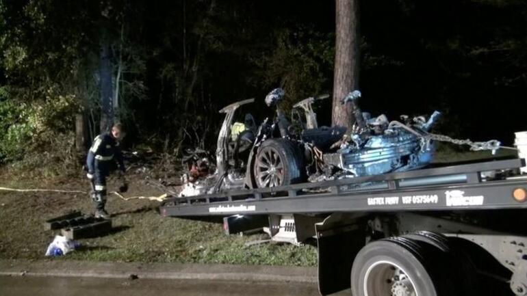 <strong>Tesla</strong>dan ölümlü kaza sonrası açıklama: Sürücü koltuğu boş değildi