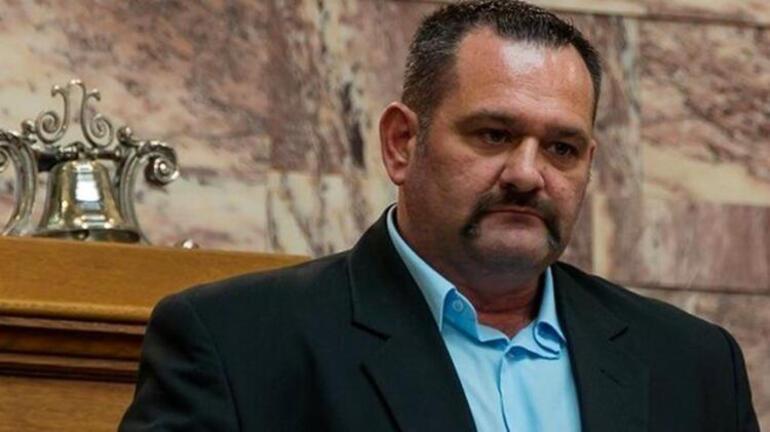 Türk bayrağı yırtan ırkçı milletvekiline Avrupa Parlamentosundan ders gibi ceza: Dokunulmazlığı kaldırıldı