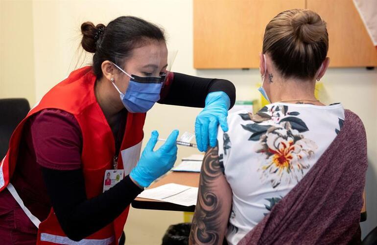 Almanyada aşı skandalı Hemşire hepsine <strong>sahte aşı</strong> yapmış