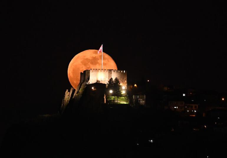 Dolunayla Ankara Kalesinin anlamlı buluşması