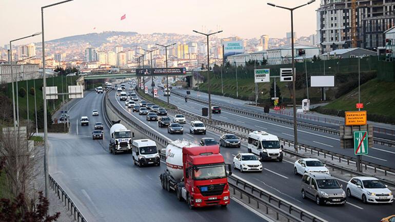 Tam kapanma öncesi İstanbuldan kaçış Sabah erken saatte yola çıktılar
