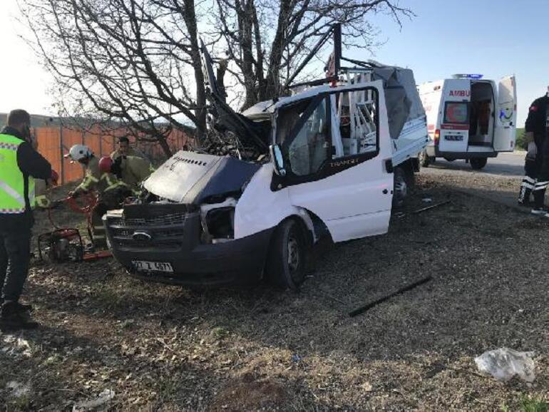 Kırıkkalede feci kaza Yol kenarındaki ağaca çarptı, acı haber geldi