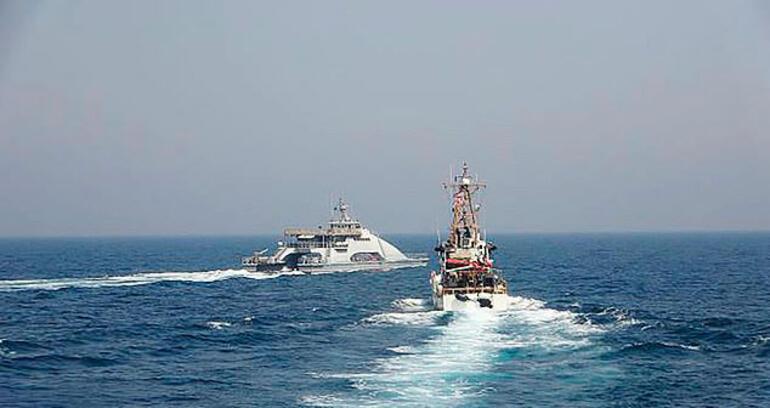 ABD Donanması: İran gemilerine uyarı ateşi açıldı