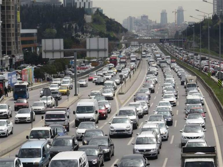 Son dakika... İstanbuldan <strong>tam kapanma</strong> göçü Trafik kilitlendi