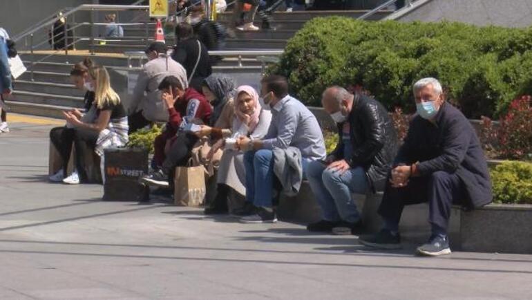 Tam kapanma öncesi İstanbulda AVMlere akın ettiler