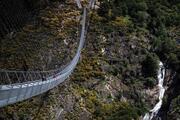 Dünyanın en uzun <strong>asma köprü</strong>sü <strong>Portekiz</strong>de açıldı