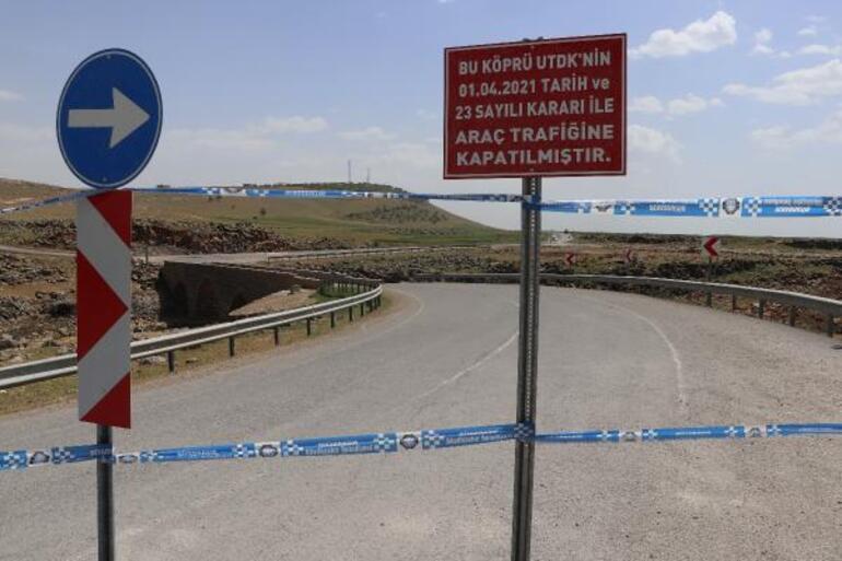 Diyarbakırda tarihi köprü, araç trafiğine kapatıldı