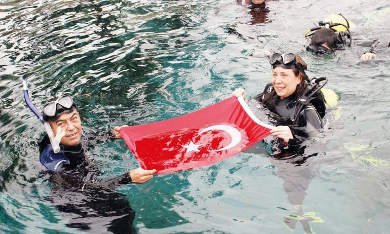 Ben su altına daldım Nur siyasete