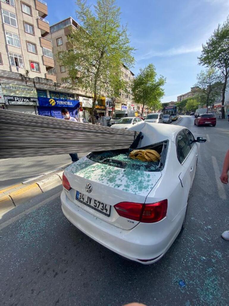 İstanbul Çekmeköyde korkunç kaza Demir çubuklar otomobile saplandı, 3 kişi ölümden döndü