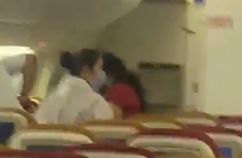 Yolcu uçağında yarasa paniği Acil iniş yaptı