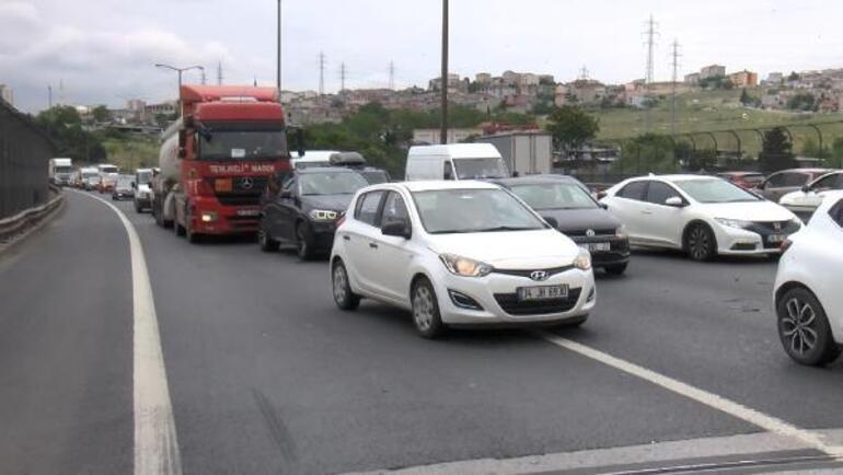 Son dakika... Bahçeşehir TEMde araç takla attı, trafik kilitlendi
