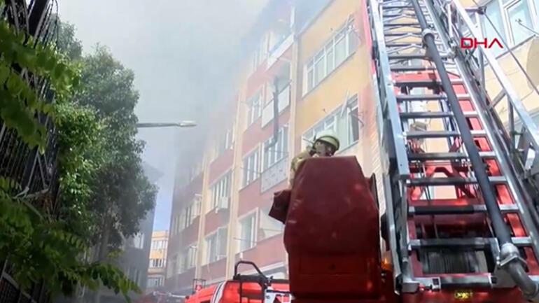 Beyoğlunda yangın 5 katlı binaya da sıçradı