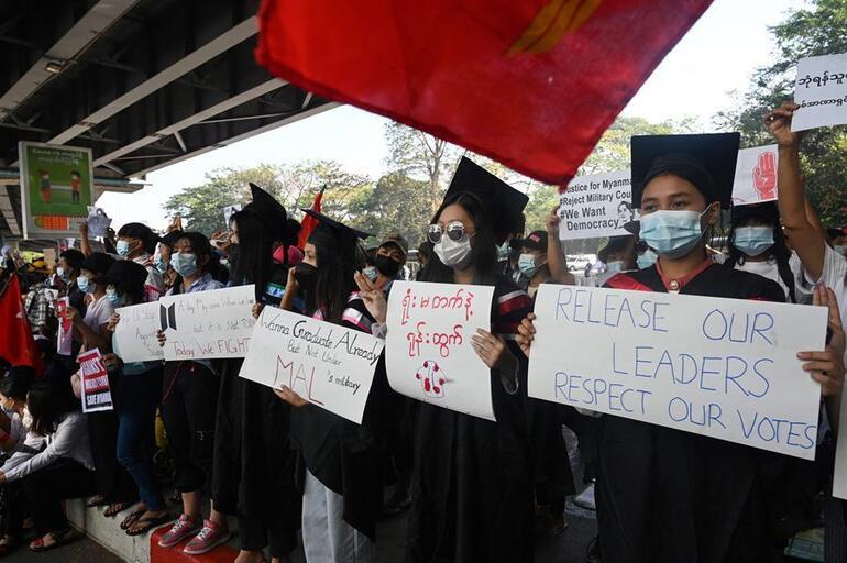 Myanmarda ordu ve isyancı gruplar çatıştı: 80 asker öldü