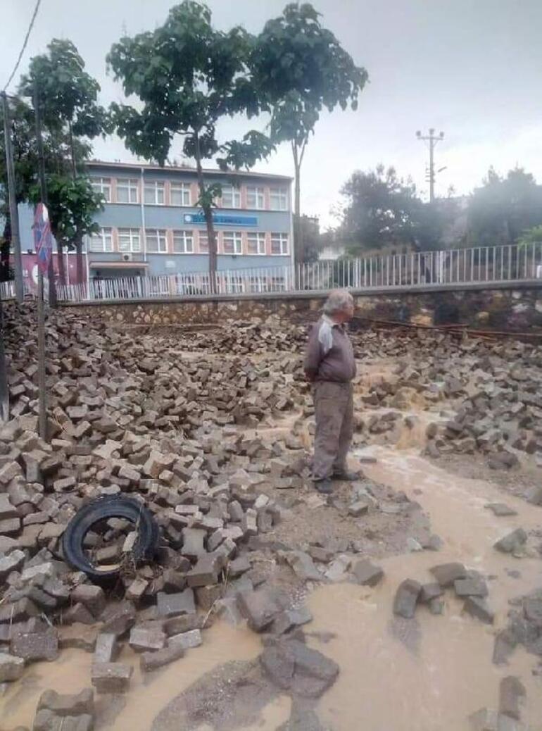 Son dakika: Samsun ve Bursada kuvvetli sağanak Yollar göle döndü, ağaçlar kırıldı, taşlar yerinden söküldü