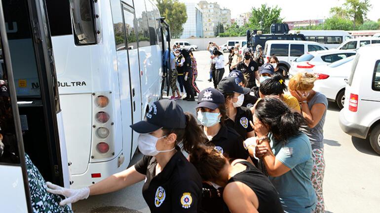 Adanada ilişki vaadiyle akılalmaz şantaj... 16'sı erkek, 26'sı kadın toplam 42 kişi gözaltına alındı.