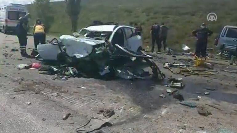 Son dakika: Sivasın Gölova ilçesinde korkunç kaza 9 kişi hayatını kaybetti