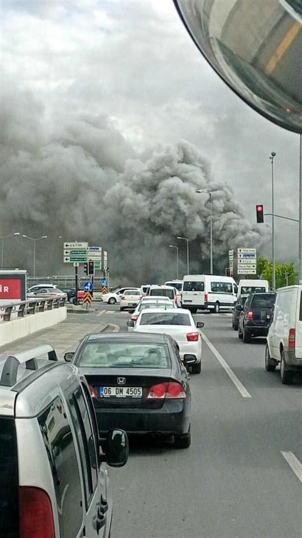 Son dakika: Ankara'da yangın paniği Trafik durma noktasına geldi… Canlı yayında zor anlar