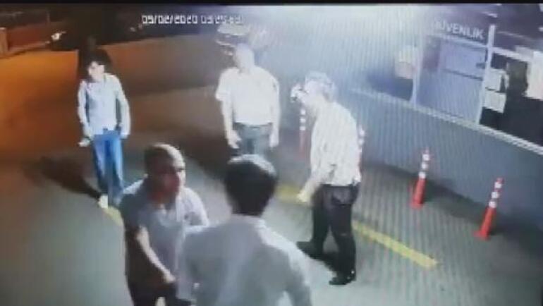 Zorbanın görüntüleri çıktı Kuryeyi dövüp polisi bıçaklamıştı