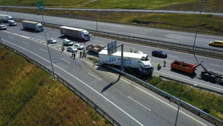 Kuzey Marmara Otoyolunda feci kaza TIR bariyerlere girdi