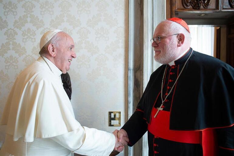 Katolik kilisesinde deprem Alman kardinal cinsel istismar skandalları nedeniyle istifa etti