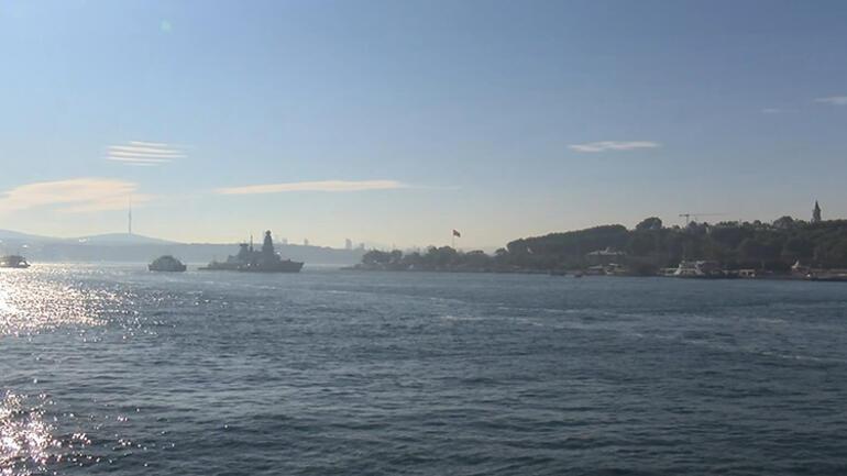 İngiliz savaş gemisi Sarayburnuna demirledi