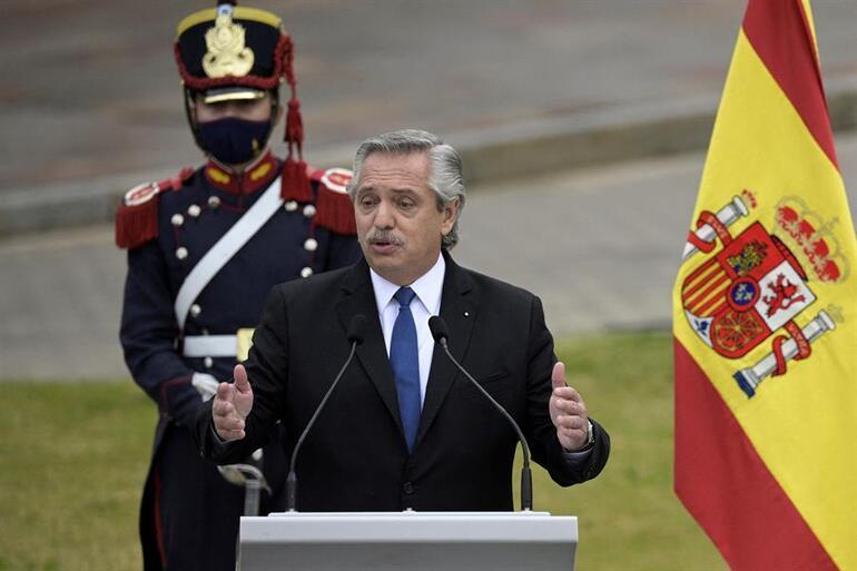 Son dakika haberi: Devlet başkanı şiir okudu, uluslararası skandala sebep oldu