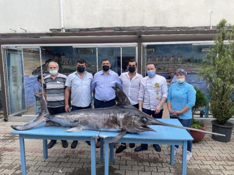 Saros Körfezinde yakalandı Dev kılıç balığı şaşkınlık yarattı