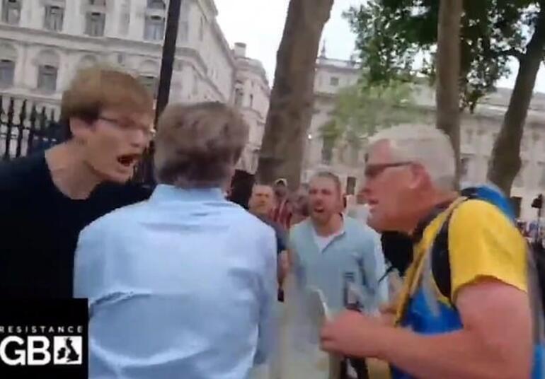Anbean görüntülendi... BBC muhabirine sokak ortasında saldırı