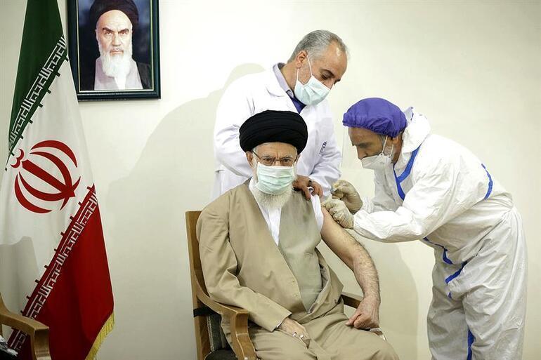 İran lideri Hamaney ülkesinde geliştirilen Kovid-19 aşısının ilk dozunu oldu