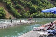 Tuncelide sıcaktan bunalan Munzur Nehrine akın etti