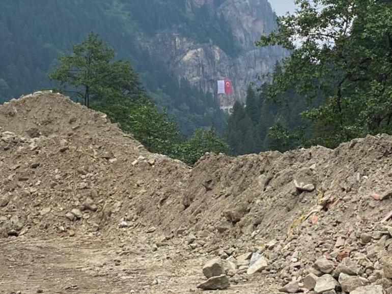 Sümela Manastırında restorasyon atıkları dereye dökülmüş İnceleme başlatıldı, tepki yağdı: İnanılır gibi değil