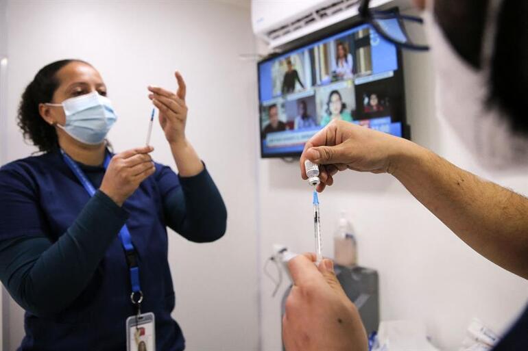 Malezyada akılalmaz olay: Kovid-19 aşı merkezinde 204 çalışan koronavirüs pozitif çıktı