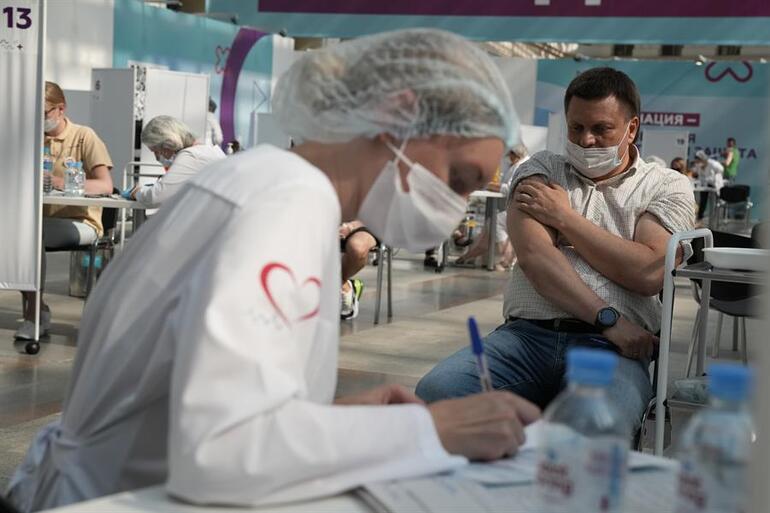 Son dakika... Almanyadan zorunlu aşı açıklaması: Merkel son noktayı koydu
