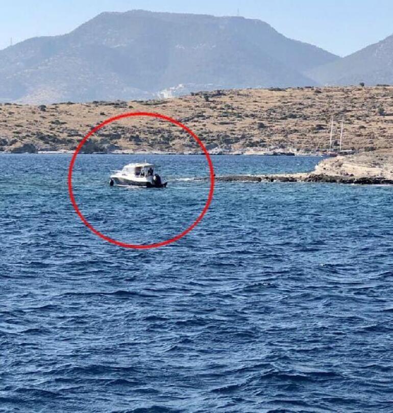 Van Gölünde gezi teknesinde büyük panik Yolcular halatlarla kurtarıldı