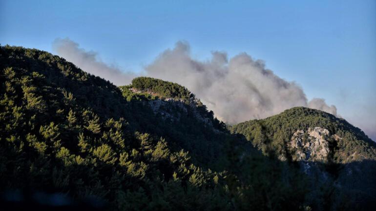 Son dakika... Mersin Aydıncıkta dün çıkan orman yangını sürüyor