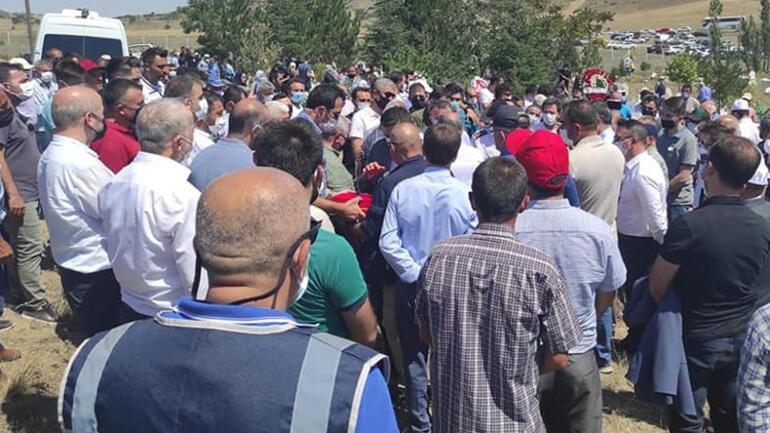 Antalyada baba ve oğlunun kahreden ölümü Yan yan toprağa verildiler