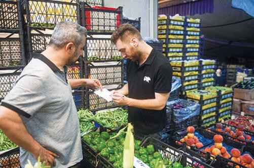 Bayrampaşa Hali'nde işçilerle birlikte çalıştık Kasa kasa yevmiye