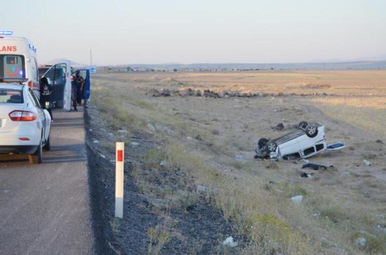 Feci kazada iki kişi öldü, 7 kişi yaralandı Eşinin öldüğünü öğrenince gözyaşlarına boğuldu