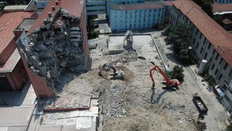 Tarihi Haydarpaşa Numune Hastanesinin dahiliye binası yıkılıyor