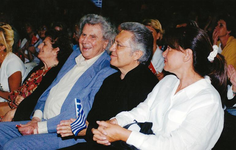 Son dakika: Dünyaca ünlü Yunan besteci Mikis Theodorakis hayatını kaybetti