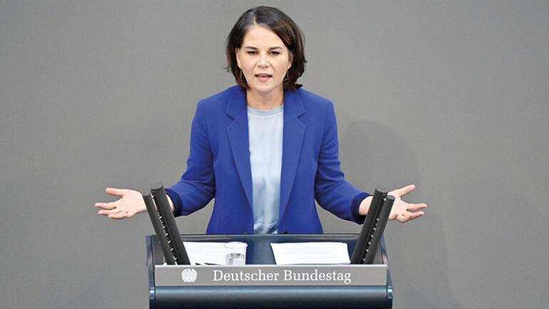 Merkel ortalığı karıştırdı: Armin Laschet'i seçin yoksa solcular gelir