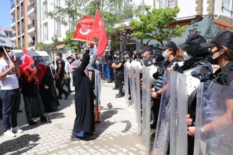 Vanda HDP önünde eylemdeki anneden yürek yakan sözler... Kızım savcı olacaktı, hayallerini çaldılar